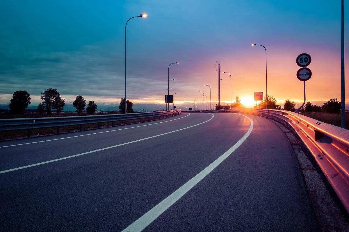 Montaż barier przyczyni się do bezpieczeństwa na drodze.