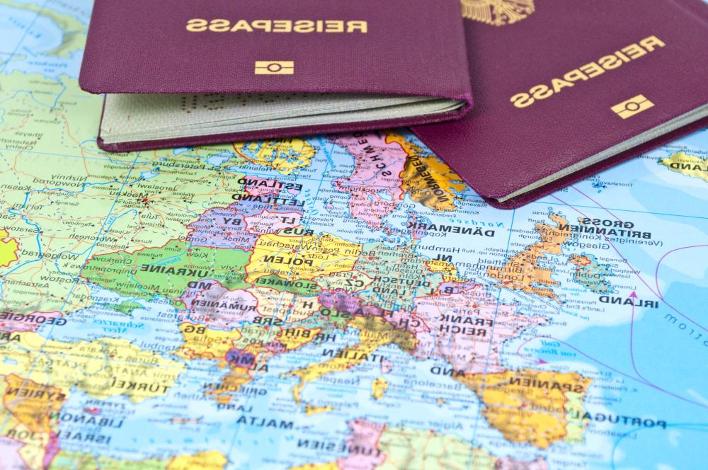 mapa świata wraz z paszportami