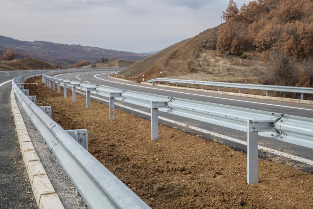 bariery ochronne przy drodze